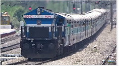 WDP4 tackles gradient hauling SABARI EXPRESS (Sriram.SN) Tags: indian gradient express hyderabad railways trivandrum emd wdp4