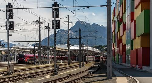 1046_2016_05_21_Österreich_Salzburg_ÖBB_railjet_80-90.733_1116_233_&_Railjet_1116_213_1144_010_mit_CityShuttle