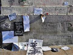 20 - Ecritures urbaines (12/01/15) (AMToulouse) Tags: toulouse placeducapitole archivesmunicipales jesuischarlie 13novembre2015 tmoignagesattentats