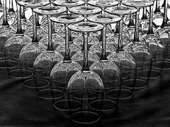La belleza del cristal en ByN (LL Poems) Tags: light espaa abstract art textura byn luz glass lights glasses agua europa flickr glow box fine caja abstracto cristal aire brightness libre belleza espacio serenidad monocromtico patrn surrealista destellos tejuelo llpoems jatejuelo jtejuelo