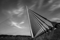 Puente atirantado de Castilla la Mancha, Talavera de la Reina (Puenting) Tags: longexposure bridge blackandwhite bw blancoynegro architecture puente blackwhite arquitectura bn blanconegro canonefs1022mmf3545usm leefilters canoneos70d leebigstopper puentedecastillalamancha