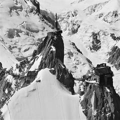 photo n&b montagne au format carr / le massif du mont-blanc vu du ciel (BOILLON CHRISTOPHE) Tags: montagne aiguilledumidi massifdumontblanc landscape