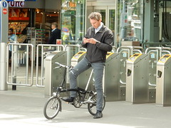Man on folding bike Rotterdam central station (sander_sloots) Tags: man station bicycle rotterdam candid telephone central telefoon foldingbike fiets centraal meneer vouwfiets