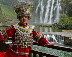 Lovely girl from the Miao tribe  (Rita Willaert) Tags: china nationalpark waterfalls guizhou guiyang waterval anshun southwestchina baishuiriver huangguoshuwaterfalls