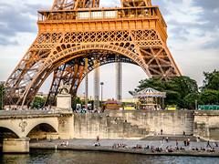 Dusk descends upon Port de Suffren, Paris. (Gerald Lau) Tags: paris france seine eiffeltower eiffel laseine portdesuffren