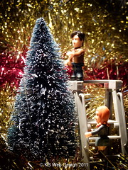 The Doctor & Amy starting to decorate their Christmas Tree
