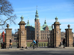 Gate to Rosenborg Slot, Copenhagen, Denmark (Paul McClure DC) Tags: people castle architecture copenhagen denmark historic danmark københavn sjælland march2013
