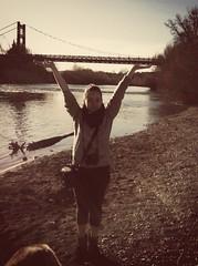 Trop forte ma fille (karine_avec_1_k) Tags: lever pont pontdecanet antiquefilter flickriosapp:filter=antique uploaded:by=flickrmobile