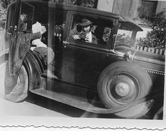 photo, photo (desfemmesetdesvoitures@yahoo.fr) Tags: auto old woman cars car sedan vintage wagon mujer women femme voiture des coche autos frau dame et mujeres fille coches filles femmes dona voitures ancienne cabriolet dames anciennes wagen machina regazza conductrice conductrices desfemmesetdesvoitures