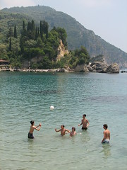 parga 012 (gerben more) Tags: sea ball greece ballgame parga playingkids