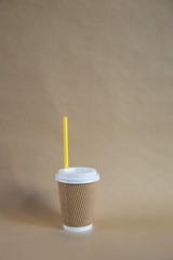 Take Away Becher #3, 2016 (Lexi Blue) Tags: brown coffee straw kaffee objects mug takeaway braun becher arranged gegenstnde objekte brownpaper strohhalm packpapier sachlich arrangiert arrangedobjects takeawaymug