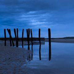 Reflection (Geoffroy Hauwen) Tags: blue sunset sea sun seascape beach canon photography 28mm north soir plage