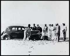 Crossing Sabkna, near Abu Dhabi (Biblioteca de Arte-Fundao Calouste Gulbenkian) Tags: fundaocaloustegulbenkian caloustesarkisgulbenkian caloustegulbenkian sabkna abudhabi reconhecimentogeolgico geologia trucialcoast trucial coast 1936 1937