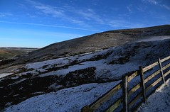 A sprinkling of snow in Edale valley in January (nick taz) Tags: snow derbyshire peakdistrict january edale wintersun sprinkling