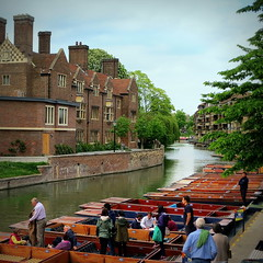 Going punting by Magdalene College, Cambridge (perseverando) Tags: cambridge college river cam punts magdalene perseverando