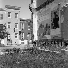 (patrickjoust) Tags: johnstonsquare baltimore maryland rolleiflex28f aristaeduultra400 developedinrodinal150 tlr twin lens reflex 120 6x6 medium format black white bw home develop film blancetnoir blancoynegro schwarzundweiss manual focus analog mechanical patrick joust patrickjoust usa us united states north america estados unidos autaut broken wall mural row house blacklivesmatter