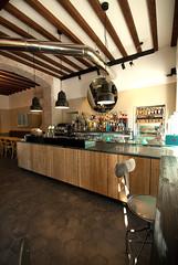 _DSC1166 (fdpdesign) Tags: arredamenti shop design shopdesign nikon d800 milano italy arrdo italia 2016 legno wood ferro sedie tavoli locali cocktails bar interni architettura