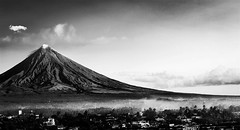 #Mayon volcano in black and white. (hijo_de_ponggol) Tags: white black volcano mayon