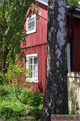 vintola photography (vintola) Tags: house building tree architecture yard finland wooden spring finnland outdoor haus baum hus trd hof frhling piha naantali vr grd frhjahr holzhaus byggnad ndendal leicas trhus vintola kevat alikatu