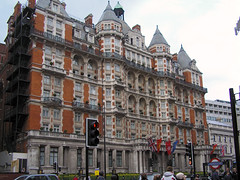 London (J_Llanos) Tags: england london geotagged unitedkingdom knightsbridge gbr uniteckingdom geo:lat=515015902099969 geo:lon=0160420240002778