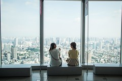 Window at Mori Tower, Tokyo (Karlina - Carla Sedini) Tags: city girls friends panorama window japan museum buildings tokyo view skyscrapers finestra museo roppongihills giappone citt moritower edifici moriartmuseum amiche ragazze grattacieli japangirls ragazzegiapponesi