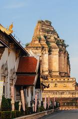 Contrasting Styles (Nomadic Vision Photography) Tags: winter thailand temple chiangmai wat travelphotography jonreid watchediluang architecturalcontrast northernthai tinareid nomadicvisioncom