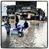 مفترق النفق وسط #غزة حيث يتم اجﻻء المنكوبين من فيضان بركة تجميع المياه الرئيسة بالمدينة باستخدام قوارب الصيد