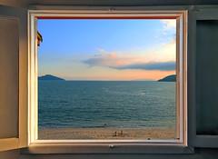 Beach Scene (Luiz Pires) Tags: ocean brazil sun praia beach brasil riodejaneiro mar angra angradosreis portobelo mangaratiba