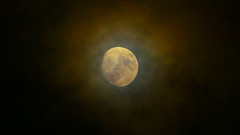 Scary Moon/Lluna de por (tbeltr) Tags: sky españa moon clouds spain luna panasonic mallorca majorca lluna balearicislands espanya illesbalears islasbaleares fz200 incamallorca blinkagain panasonicfz200