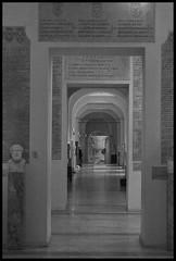 Pasillo Museo Vaticano (CURZU@) Tags: blackandwhite bw italy white black rome roma museum canon eos monocromo italia romano vaticano museo vaticanmuseum lazio imperio museovaticano 50d eos50d