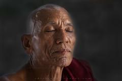 _MG_2755-le-14_04_2016_wat-thail-wattanaram-maesot-thailande-christophe.cochez_2 (christophe cochez) Tags: voyage travel portrait asian thailand asia burma buddhist religion monk buddhism myanmar asie thailande birman bouddhisme maesot bonze birmanie thail burmes watthailwattanaram myawadii