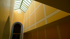 Glore Gallery, Tate Britain, James Stirling, postmodern (Winfried Scheuer) Tags: color art yellow museum architecture grid arch kunst skylight corridor haus graves architektur gebude meier venturi jencks