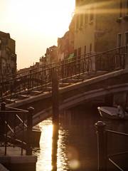 Atardece en Venecia. Sunset in Venice (Leandro Fridman) Tags: bridge venice sunset sun sol ro puente atardecer agua nikon laguna venecia d60