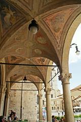 Ascoli Piceno, Piazza del Popolo, Caff Meletti (HEN-Magonza) Tags: italien italy italia arcade piazzadelpopolo lemarche ascolipiceno bogengang themarches caffmeletti diemarken