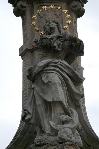 Figura Maryi Immaculaty (1739-42, Klahr Starszy) na pomniku Trójcy Świętej w Lądku Zdroju