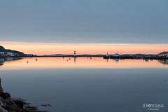 Couch de soleil sur le port de Saint-Pierre (tecgroove) Tags: ocean sunset sea mer lighthouse port de harbor soleil atlantic phare couch atlantique spm
