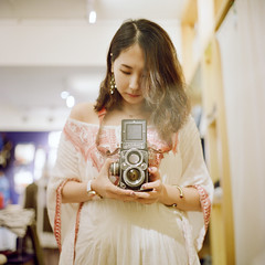() Tags: rolleiflex 28e carl zeiss portra800 kodak tlr 120 6x6 square  cafe taiwan taipei portrait bokeh light girl me  selfportrait