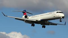 N936XJ | Canadair CRJ-900LR | Delta Connection (Endeavor Air) (cv880m) Tags: newyork laguardia lga klga planeviewpark n936xj canadair bombardier crj cr9 crj900 delta deltaconnection endeavor regionaljet