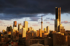 Golden City Moments (Katrin Ray) Tags: blue light sunset toronto ontario canada clouds canon dark eos rebel golden evening downtown colours cntower cloudscapes canonphotography 750d dreamscapesoftoronto katrinray t6i goldencitymoments