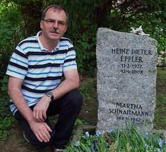 Visit at the gravesite of the German actor Dieter Eppler (1927-2008), May, 9th, 2013, Stuttgart, Germany (helmut_heisig) Tags: germany deutschland tv stuttgart movies actor grab gravesite schauspieler edgarwallace heisig eppler helmutheisig dietereppler