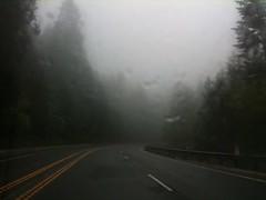 carreteras en las montañas en medio de las nubes