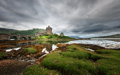 Eilean Donan Castle II (Philipp Klinger Photography) Tags: uk greatbritain bridge pink flowers sky cloud mountain lake reflection skye green castle nature water grass clouds reflections landscape island scotland highlands high nikon isleofskye cloudy unitedkingdom britain united tide low great north dramatic highlander kingdom stormy hills highland gb lowtide loch drama philipp isle eilean donan eileandonan sco schottland d800 duich klinger lochduich eileandonancastle of grosbritannien nikond800