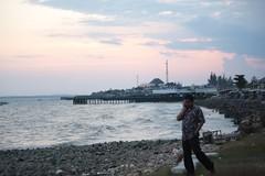 balikpapan beach (palgunadi) Tags: beach indonesia pantai senja sore balikpapan