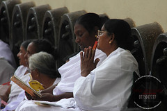 IMG_8659 (amarawansha1) Tags: women mother srilanka sil tempel poyaday kalaniya nuwanamarawansha silmatha