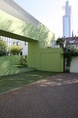 Green Oasis - House in Frankfurt by Meixner Schlter Wendt architects (bcmng) Tags: house green transformation frankfurt greenoasis backyardhouse meixnerschlterwendt