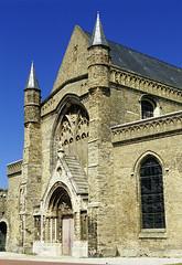 Calais, glise Notre-Dame, portail principal (Ytierny) Tags: france vertical construction pierre religion brique arbre calais principal paroisse clocher edifice portail pasdecalais ctedopale eglisenotredame lieudeculte ytierny