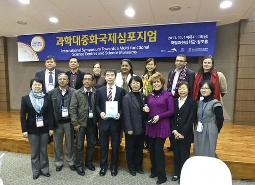 Simposium Korea, participación de 2 miembros de RedPOP, Nov. 2013