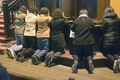 Meer bidders Hengshan (Frans Schellekens) Tags: china church worship shanghai religion pray praying belief kneeling kerk geloof religie bidden knielen