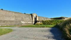 Fort Nieulay - Zicht op Porte De Boulogne (Johnny Cooman) Tags: bureaudepostedecalaisfortnieulay nordpasdecalais frankrijk fra panasonicdmcfz200 aaa architectuur architecture brug bridge thegalaxy