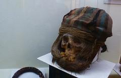 Restos de Cabeza (Hadolevia) Tags: chile old museum skull antigua mummy calavera iquique momias museos momificacin tarapac chinchorro vestigios culturachinchorro museoregionaliquique